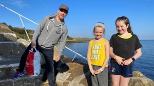 Matt Damon in Dalkey in May of last year with Jessica Berry (10) and Ashleigh Berry (12). Image: @mummycooks