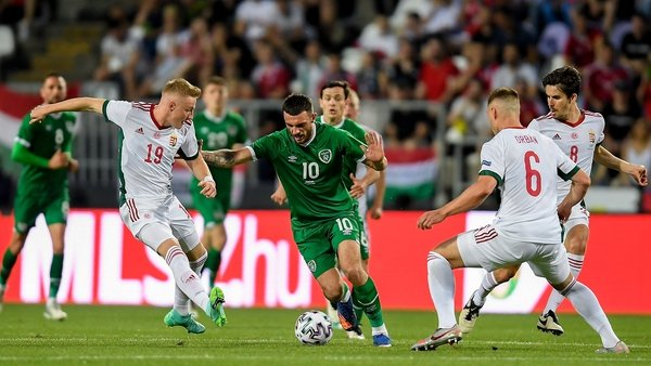 Troy Parrott is closed down by Hungary's Kevin Varga (L) and Willi Orban