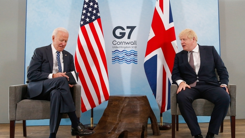 Joe Biden agus Boris Johnson sa Chorn