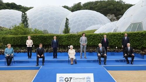Queen Elizabeth II poses with G7 leaders
