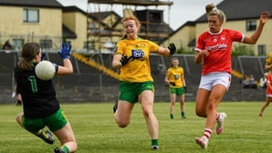 Máire O'Callaghan shoots to score Cork's's third goal past Aoife McColgan of Donegal
