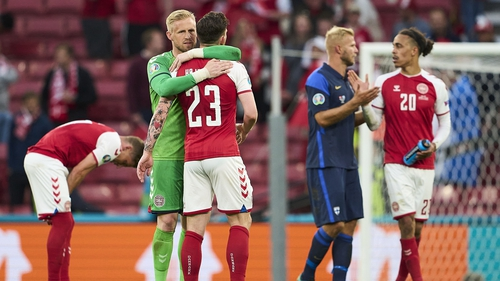 Kasper Schmeichel embraces Pierre-Emile Højbjerg at the end of the game