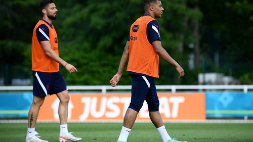 Kylian Mbappe (R) and Olivier Giroud at French training last Thursday