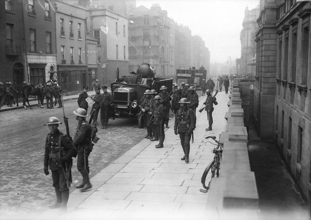 British army on Kildare Street in Dublin in 1921 Photo: RTÉ Archives, 0505/030
