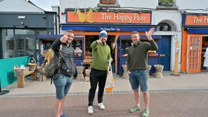 On the next stop of his adventure, Randy meets the Flynn twins from the Happy Pear...