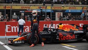 Verstappen pips Hamilton to poll position