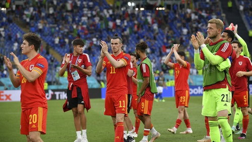 Gareth Bale (C) of Wales and his team-mates applaud fans after their defeat to Italy