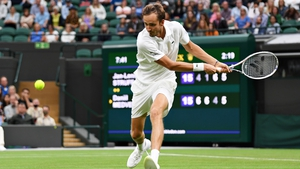 Daniil Medvedev held off Jan-Lennard Struff to advance in four sets