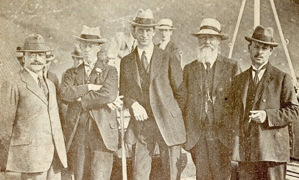 Century Ireland Issue 208 - Some of the members of the Irish delegation leaving for London. Left to right: Arthur Griffith; Robert Barton; Eamon de Valera; Count Plunkett; and the Lord Mayor of Dublin, Laurence O'Neill. Photo: National Library of Ireland, NPA CEA115