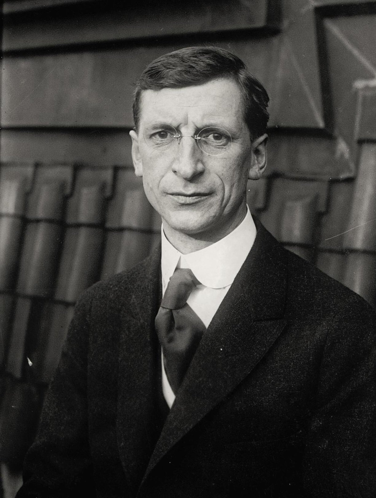 Image - At the moment of greatest danger of collapse of his talks with Prime Minister Lloyd George, Sinn Féin President Eamon de Valera had to mediate in the festering disputes among his most senior officers. (Credit: Alamy Images)