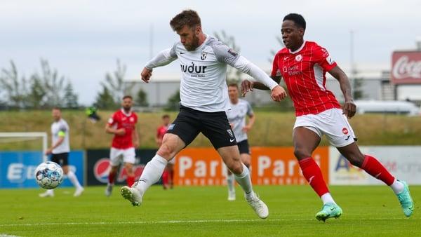 FH Hafnarfjordur's Gudmundur Kristjansson beats Romeo Parkes of Sligo Rovers to the ball