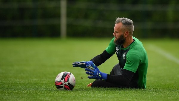 Alan Mannus is put through his paces during Shamrock Rovers' training
