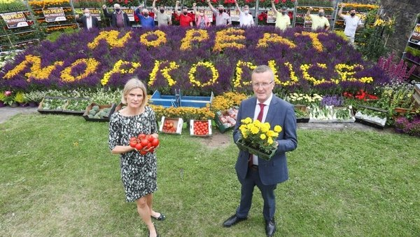 Minister of State for Land Use and Biodiversity Pippa Hackett and IFA President Tim Cullinan at today's 'No peat no produce' protest (Pic: Rollingnews.ie)