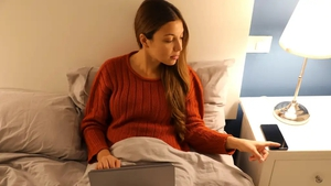Beating yourself up after yet another late-night Netflix binge? Abi Jackson asks sleep therapists why some of us just can't get to bed.