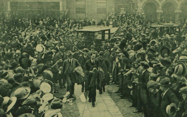Éamon de Valera arriving at the Mansion House after returning from meeting British Prime Minister David Lloyd George in London Photo: Illustrated London News, 30 July 1921