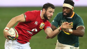 Robbie Henshaw tries to get past Siya Kolisi