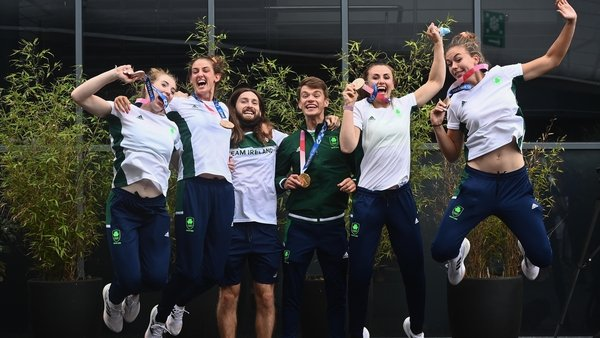 The medal winning rowers celebrating at Dublin Airport this afternoon