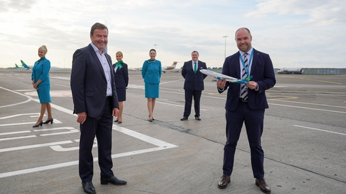 Conor McCarthy, Founder and Chief Executive, Emerald Airlines and Reid Moody, Chief Strategy & Planning Officer, Aer Lingus with cabin crew from Emerald Airlines and Aer Lingus