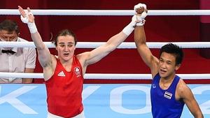 Sudaporn Seesondee raises Kellie Harrington's arm aloft in victory