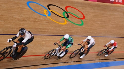 Mark Downey is sandwiched between Eiya Hashimoto of Japan and Germany's Roger Kluge at the Izu Velodrome
