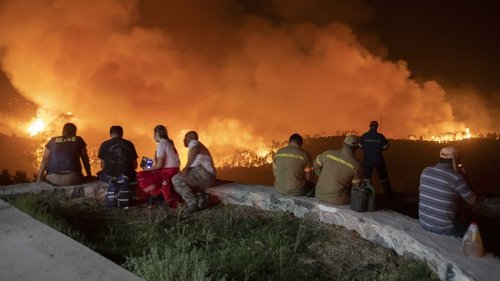 Residents are evacuated from the Greek island of Evia due to huge wildfires, a consequence of climate change. Photo: Nicolas Economou/NurPhoto via Getty Images