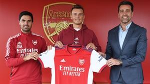 Mikel Arteta (L) with summer signing Ben White