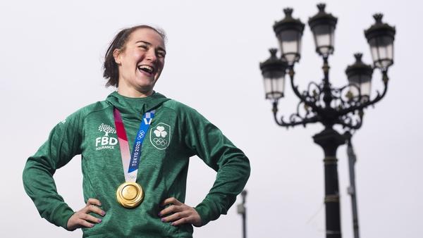 Olympic champion Kellie Harrington alongside a famous north Dublin landmark - the Five Lamps