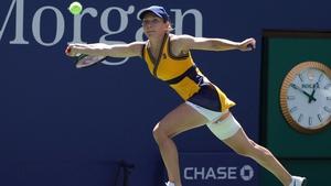 Simona Halep edged out Elena Rybakina
