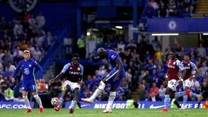 Romelu Lukaku scores his second and Chelsea's third