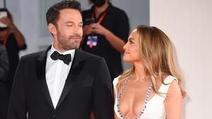 """Ben Affleck praises Jennifer Lopez for her """"effect on the world"""""""