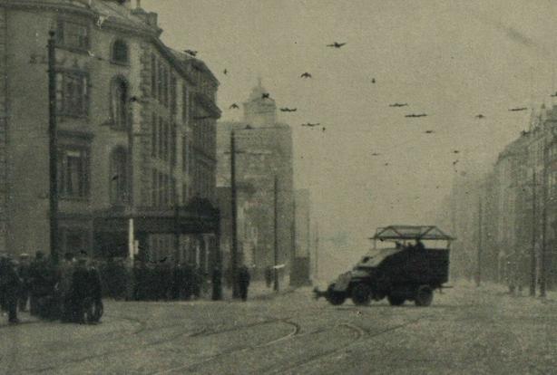 Century Ireland 214 - Scenes of violence in Belfast Photo: Illustrated London News, 10 September 1921