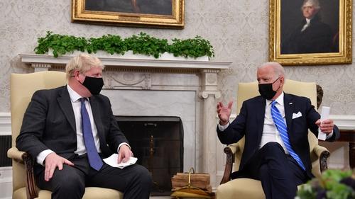 Boris Johnson, Joe Biden sa Teach Bán inné (Pic: Getty)