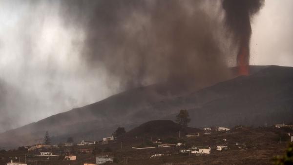 Cumbre Vieja volcano continues to spew ash, gas and lava over La Palma's Aridane valley