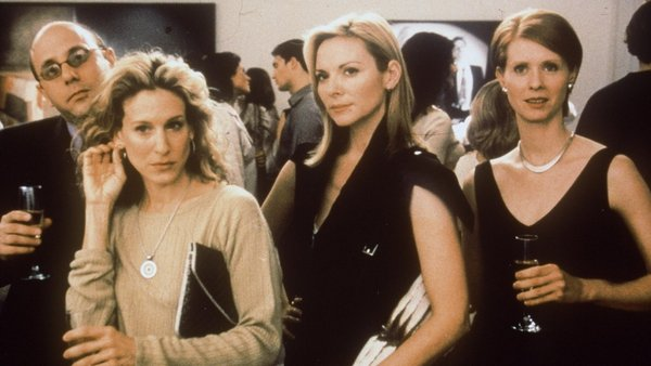 Willie Garson (Stanford), Sarah Jessica Parker (Carrie), Kim Cattrall (Samantha) and Cynthia Nixon (Miranda) during the third season of Sex And The City