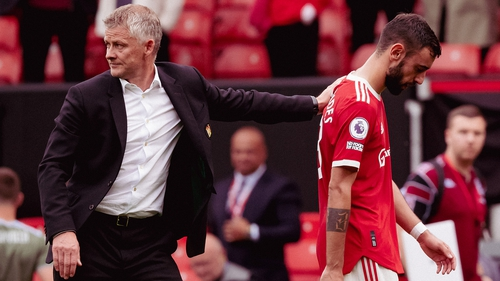 Solskjaer consoles fernandes after his last-minute penalty miss