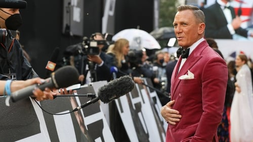 Daniel Craig talks to the press at the No Time To Die premiere in London