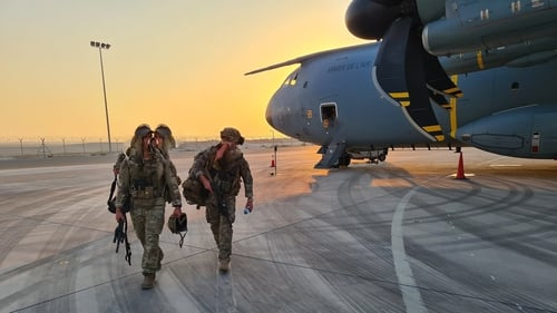 Army Ranger Wing members disembark from French Air Force in Kabul (Defence Forces flickr)