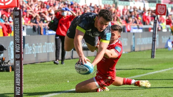 Calvin Nash touches down for Munster's third try