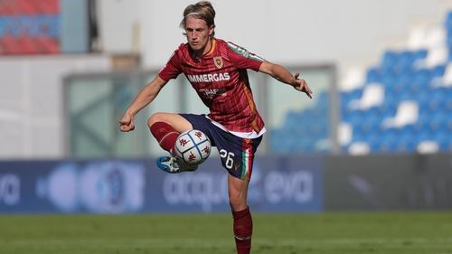 Niko Kirwan in action for Reggiana in the Serie B