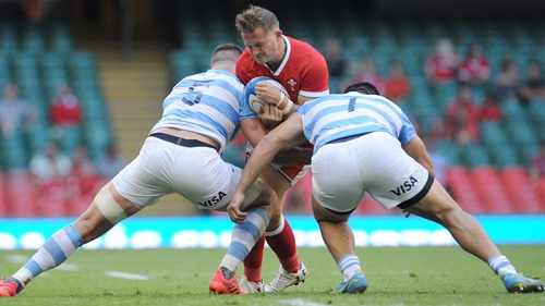 Wales's Hallam Amos will quit rugby at the end of this campaign