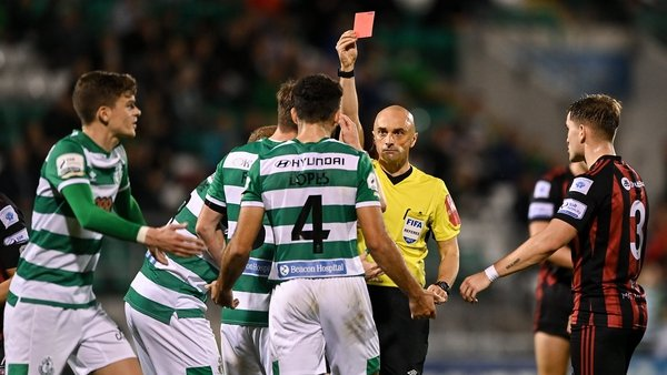 Referee Neil Doyle shows a red card to Roberto Lopes of Shamrock Rovers