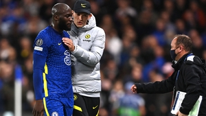 Romelu Lukaku (L) is consoled by Chelsea manager Thomas Tuchel as he leaves the pitch