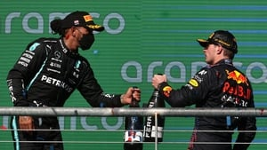 Verstappen (r) edged Hamilton to victory in Austin to extend the championship lead
