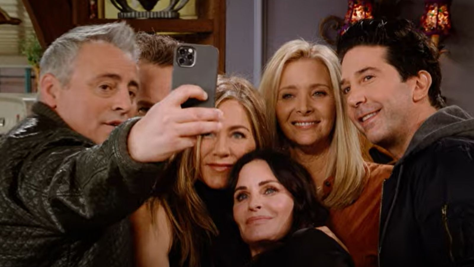 Full trailer for Friends reunion is released